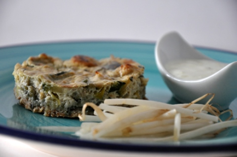 Vegetable quiche with yoghurt sauce